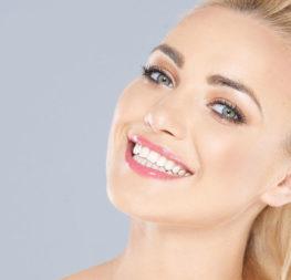 Nutze die milde Zahncreme FOREVER BRIGHT® für ein strahlendes Lächeln